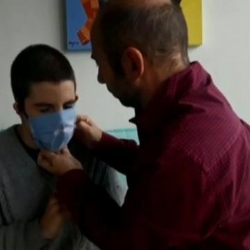 Lei isenta do uso de máscara crianças menores de três anos ou com deficiências