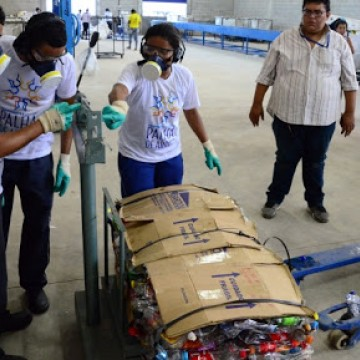 Bloco da Reciclagem movimenta a renda dos catadores do Recife