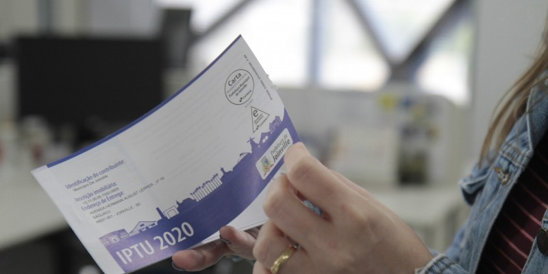Entenda como proceder para quitar dívidas atrasadas e sobre os casos que são isentos do pagamento