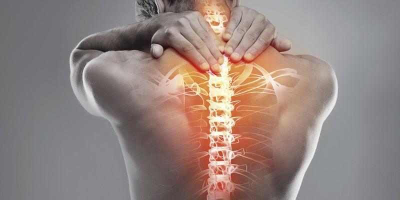 Dor sentida na região lombar inferior que pode ser classificada como aguda, subaguda ou crônica
