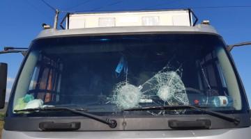 Jovem de 18 anos é detido em Caruaru por arremessar pedras em ônibus e caminhões