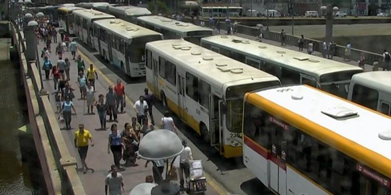 A cidade aparece como a campeã brasileira, quando se trata de esperar pelo transporte público e como a sétima no mundo com maior tempo gasto com deslocamento