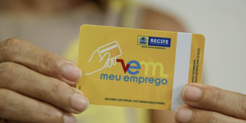 Os cartões começam a ser entregues nas agências de emprego da Prefeitura do Recife situadas na avenida Rio Branco, no Bairro do Recife, e na Avenida Norte