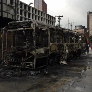 Incêndio de ônibus na Boa Vista será investigado pelo Instituto de Criminalística
