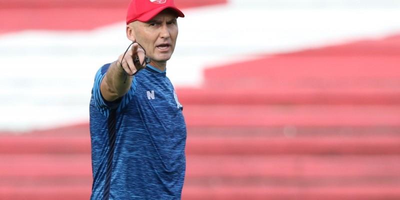 O treinador fez quatro alterações no time que bateu o Santa Cruz por 3x1