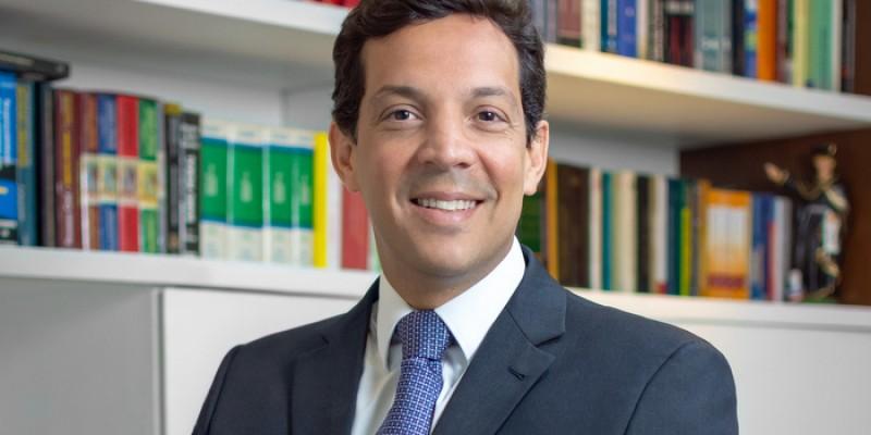 Advogado que atuou na campanha de reeleição do governador Paulo Câmara é escolhido para substituir João Campos, que morreu no último dia 22.