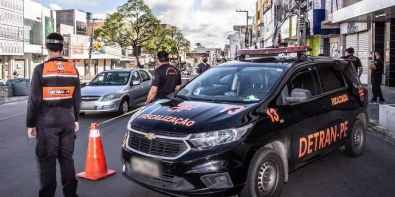 A ação conta com a participação de 100 agentes de trânsito, 30 viaturas e 15 motos, além de reboque