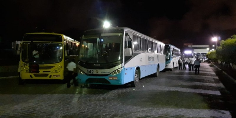 O protesto foi realizado na garagem da empresa, em Prazeres, no município de Jaboatão dos Guararapes