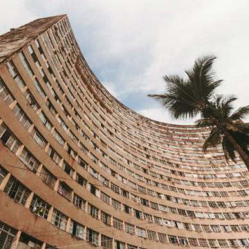 Edifício Holiday, em Boa Viagem, sofre com vandalismo e furtos