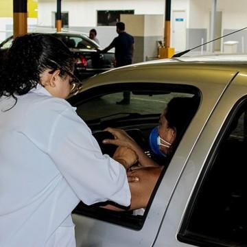 Jaboatão promove drive thru para vacinação contra gripe de professores e pessoas com deficiência