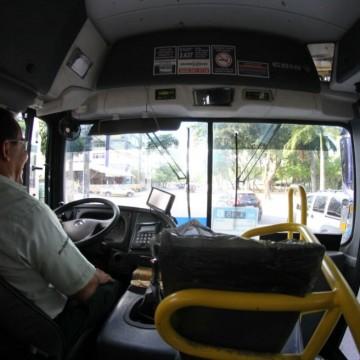 Rodoviários fazem novo protesto contra retirada de cobradores dos ônibus