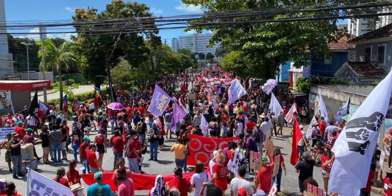 Os manifestantes realizaram o protesto de forma pacífica, reivindicando celeridade na vacinação, a favor do processo de impeachment do Presidente Jair Bolsonaro e contra a fome