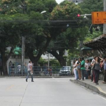 Primeiras paradas de ônibus na Conde da Boa Vista são instaladas