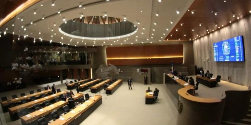 Durante a sessão realizada na Alepe, os parlamentares elevaram de 13,5% para 14% a alíquota de contribuição previdenciária