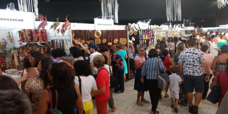 A feira acontece no Classic Hall, em Olinda, até este domingo, dia 19, reunindo artistas de vários estados com os mais diferentes tipos de produtos