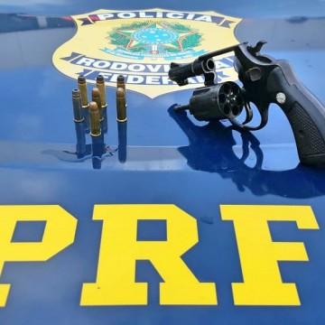 Motorista de aplicativo é detido em Abreu e Lima portando arma e carro ilegal