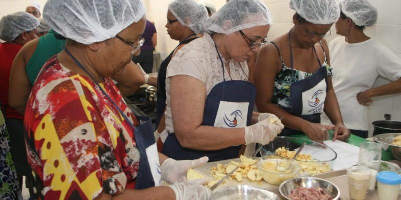 O Banco de Alimentos atende mais de 150 mil pessoas em situação de vulnerabilidade social, por meio de 400 instituições sociais cadastradas
