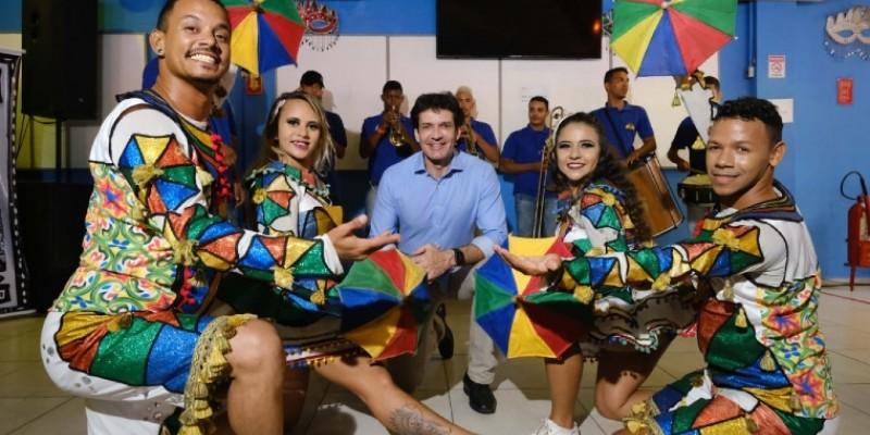 O ministro anunciou a liberação de R$ 413 mil para uma reforma do Paço do Frevo