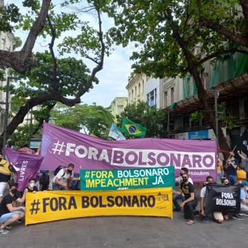 Ato no Marco Zero do Recife pede impeachement de Bolsonaro