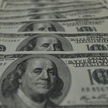 Dólar volta disparar e supera R$ 5,50
