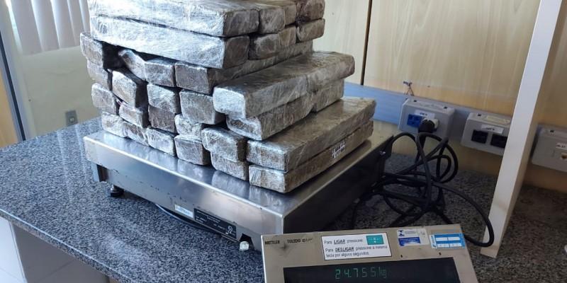 De acordo com a PF, a apreensão da droga aconteceu durante uma fiscalização de rotina no terminal.