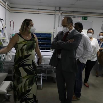 Presidente do TCE visita hospital de campanha do Jaboatão a convite do prefeito Anderson Ferreira