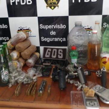 Drogas e armas são apreendidas no Complexo prisional do Curado