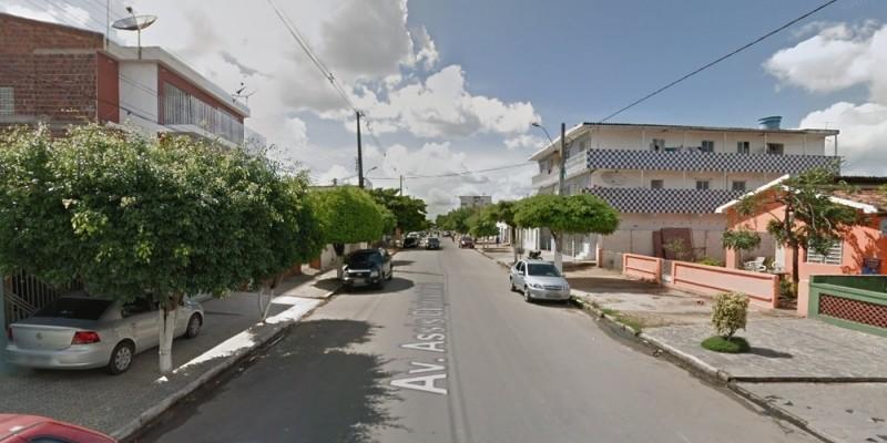 Após o espancamento, o homem, de 52 anos, foi levado ao hospital da cidade, onde passou por procedimentos traumatológicos