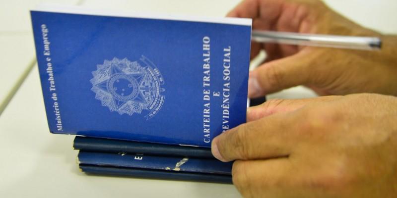 Segundo dados do IBGE, taxa de desemprego no Brasil já registrou alta e atualmente atinge 14,2%