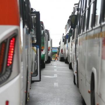 Motoristas de ônibus das empresas 1002, Borborema e Rodotur fazem protesto no centro  do Recife e paralisam atividades  intermunicipais