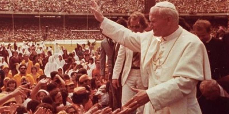 No compromisso na Capital, em 7 de Julho daquele ano, o pontífice da Igreja Católica celebrou uma missa para mais de 500 mil pessoas, vindas de várias partes do Brasil, realizada no Viaduto Capitão Temudo