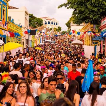 Médica destaca como manter a saúde no carnaval