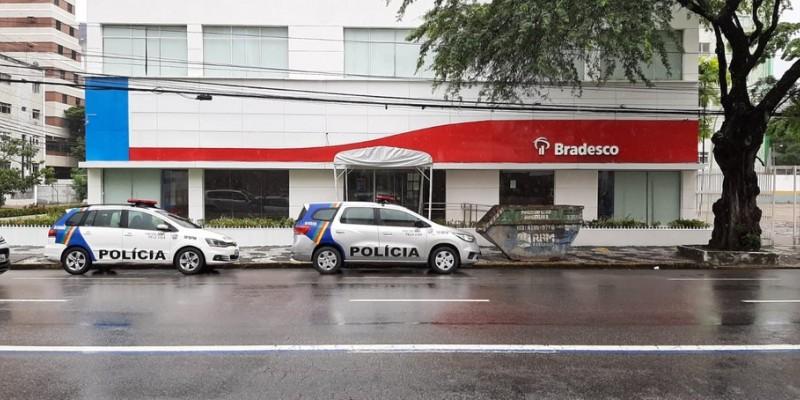 O homem, que não teve o nome divulgado, foi autuado em flagrante por tentativa de furto em agência bancária