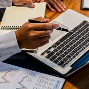 Confiança dos empresários do comércio é 16,1% menor que em março