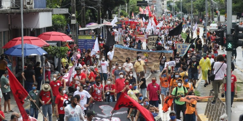 O ato foi convocado por movimentos sociais, partidos políticos e centrais sindicais, para pedir mais uma vez a saída do presidente do cargo