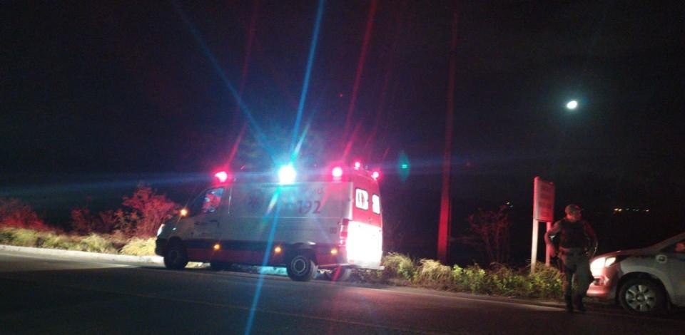 Bandidos param ambulância do Samu para matar um homem