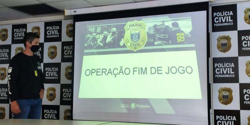Foram cumpridos 11 mandados de busca e apreensão domiciliar no Recife e em Água Preta, além de Palmares, e ordens de sequestros de bens e valores