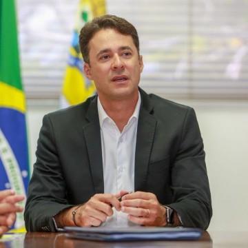 Prefeito Anderson Ferreira libera R$ 7 milhões para enfrentar coronavírus e cancela Festa da Pitomba