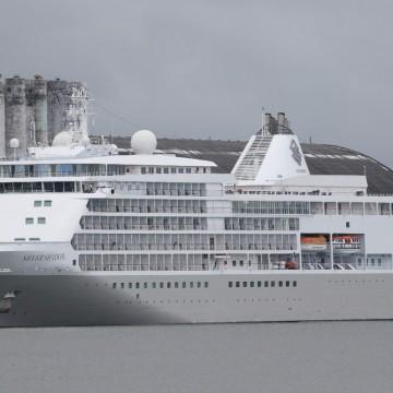 Mais viajantes são retirados de navio que está retido no Porto do Recife por causa do coronavírus