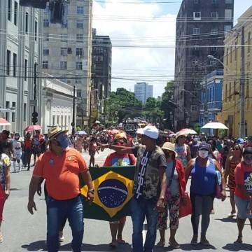 Manifestantes pedem mais moradias populares em ato no Recife