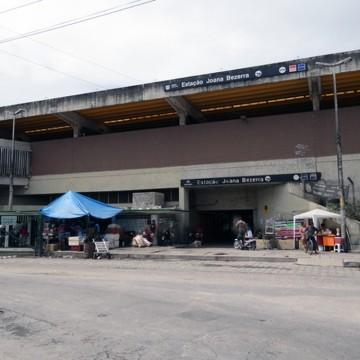 Mulher é baleada enquanto espera metrô na estação Joana Bezerra