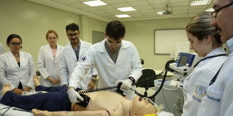 Ao todo, são 87 bolsas integrais de estudos para oito cursos de graduação em saúde
