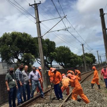 Usuários do Metrô do Recife começam a usar trem pendular