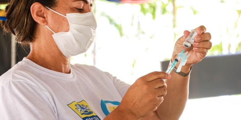 A medida segue uma orientação do Ministério da Saúde e foi tomada mesmo após a cidade não ter conseguido aplicar o imunizante em todas as pessoas
