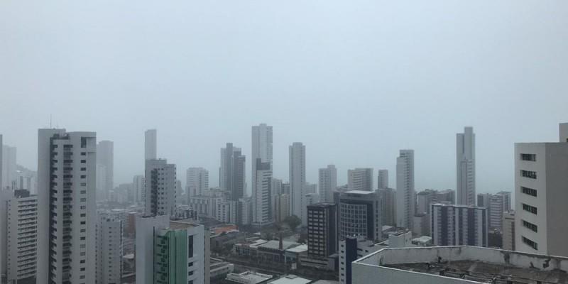 De acordo com a agência, as fortes chuvas acontecem por causa de um sistema meteorológico chamado de perturbações ondulatórias dos alísios