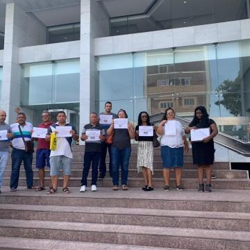 Ostomizados fazem protesto em frente à Alepe para o recebimento de bolsas de colostomia