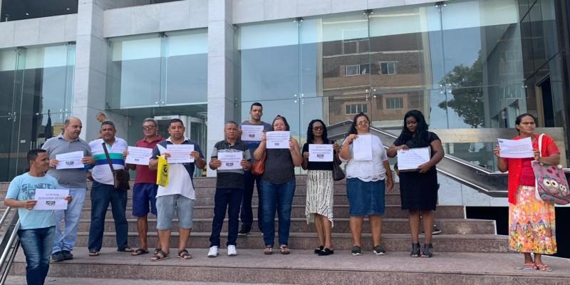 Segundo os manifestantes, o Hospital Barão de Lucena, responsável pela aquisição e distribuição das bolsas, vem fazendo o serviço de forma irregular