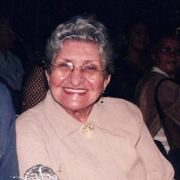 Jornalista e escritora Tia Lola morre no Recife