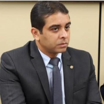 O Deputado Federal, Fernando Rodolfo, protocolou projeto de lei que aumenta a pena para quem ameaçar a companheira