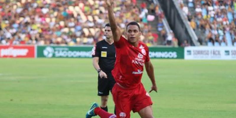 O atleta se lesionou no treino da última quinta-feira, após choque com o zagueiro Carlão